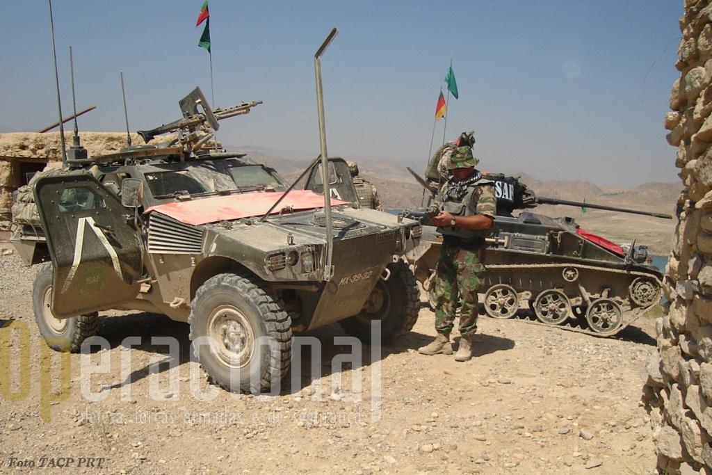 Algures no Afeganistão TACP 's portugueses e alemães preparam mais uma missão de apoio aéreo próximo