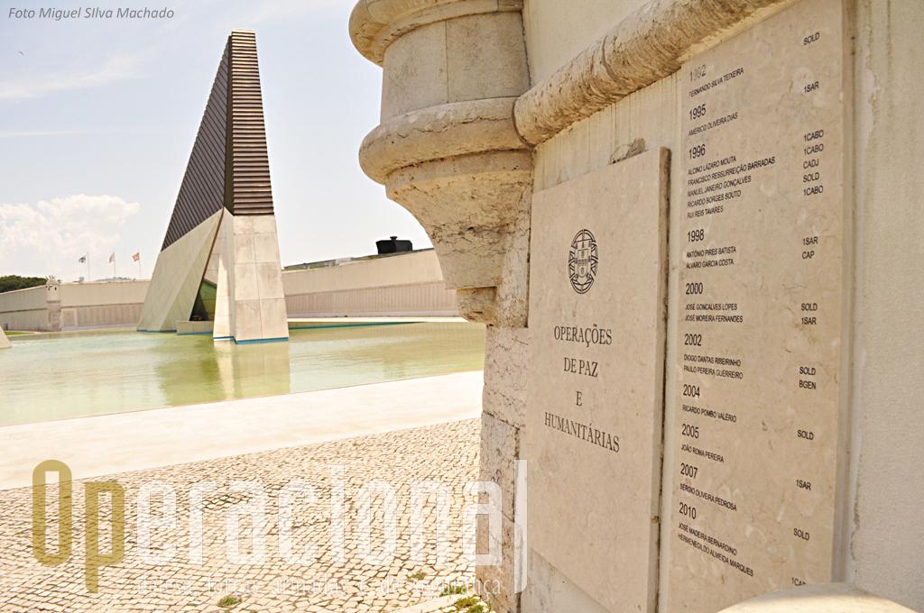 Junto ao Monumento aos Mortos na Guerra do Ultramar em Lisboa, estão também referenciados os mortos nas novas missões exteriores