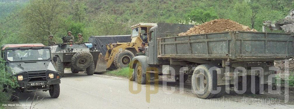 """Até ao final da acção as """"armas"""" dos sérvios, vigiadas pelas Chaimites, mantiveram-se em posição"""