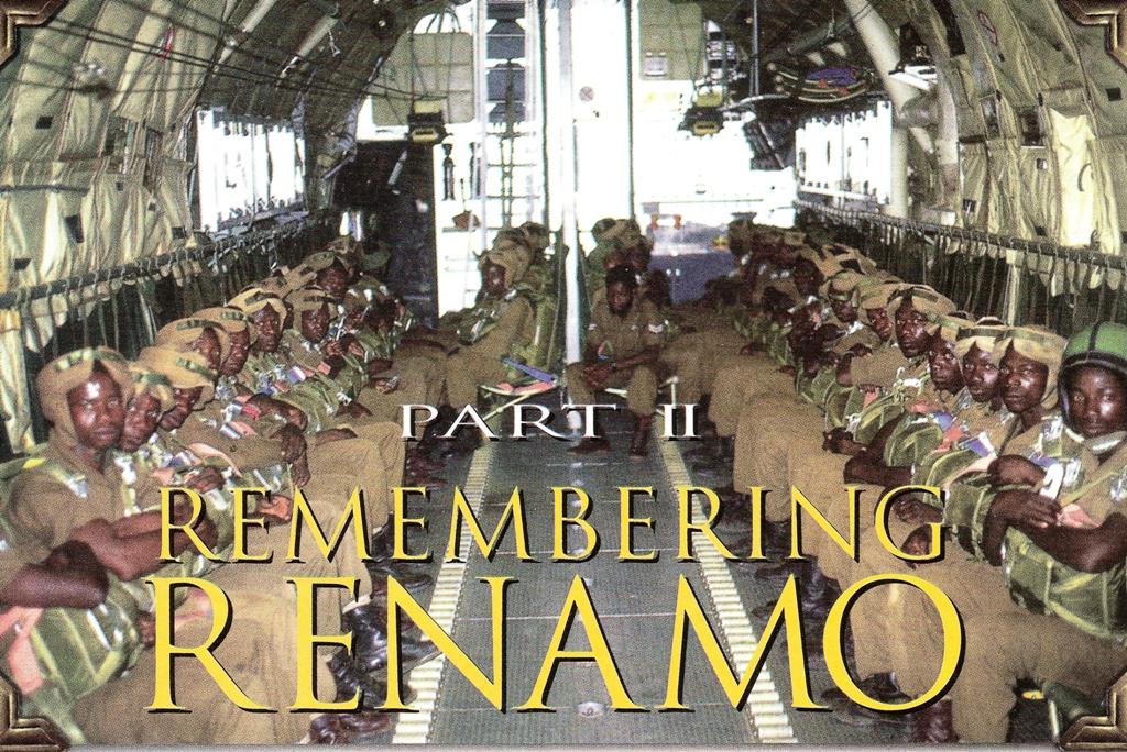 """Guerrilheiros da RENAMO no decorrer do Curso de Pára-quedismo. (Foto extraída da Revista """"SOLDIER OF FORTUNE"""" - Fev2000/MANTRAK)"""