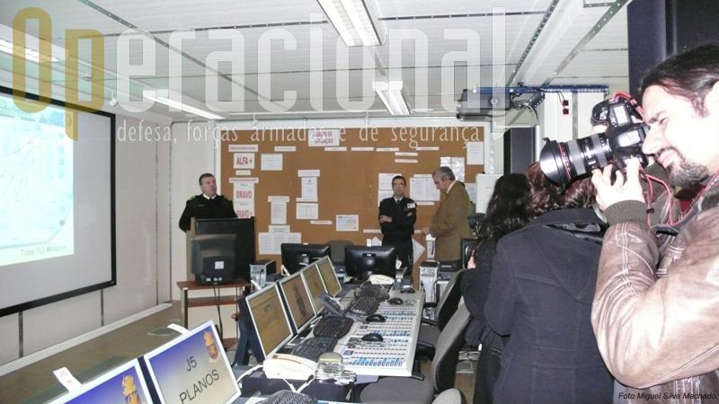 O Centro de Operações Conjunto funciona ininterruptamente 365 dias por ano e dispõe dos meios de comando e controlo necessários ao acompanhamento diário da situação das FND