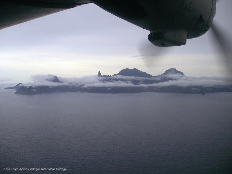 A ilha do Príncipe e os seus picos com mais de 2.000 metros de altitude fotografados do AVIOCAR