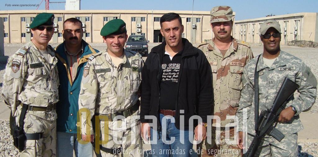 Equipa de instrutores (US e PRT) e intérpretes em Kirkuk