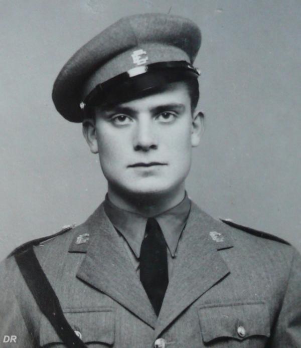 Donas-Botto em 1943, cadete na Escola do Exército