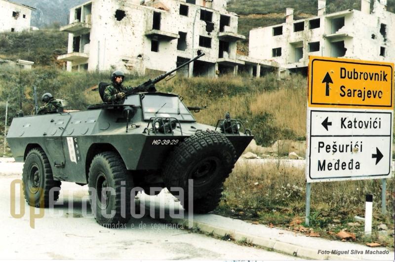 Em 1997 algumas Chaimites forma equipadas com um sistema de protecção para a chuva/neve do condutor e chefe de viatura