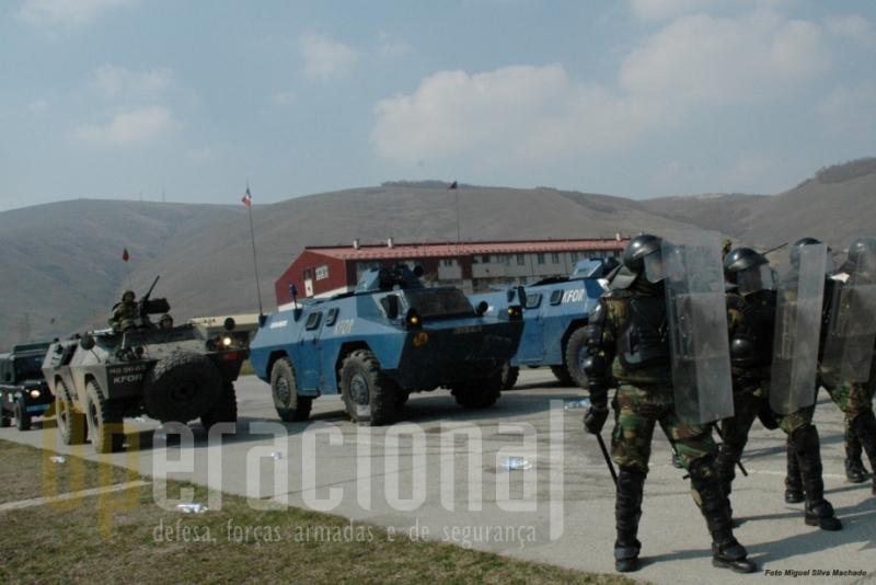 A manutenção de ordem pública é uma das missões que as Chaimites cumprem hoje no Kosovo