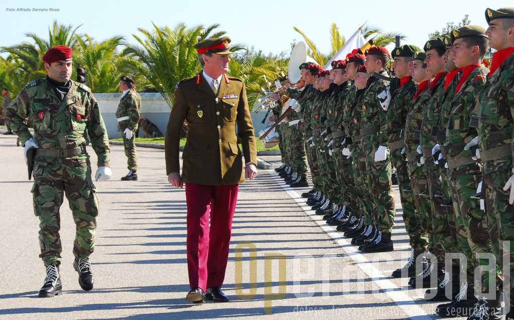 Sir Richard Shirref à chegada a Tancos - Brigada de Reacção Rápida