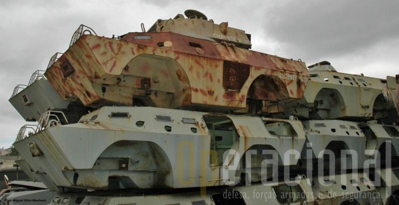 Os cascos blindados que ainda restam das últimas Chaimites fabricadas na Bravia e da V-400, foram adquiridos pelo Exército