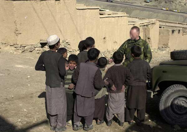 """Um militar do «SSG» no Teatro de Operações do Afeganistão. (Foto cedida por """"militarphotos.net"""")"""