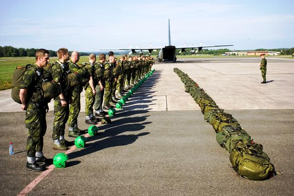 A formação aeroterrestre é uma das três comuns e obrigatórias para todos os futuros operacionais do «SSG». (Foto da FJS)