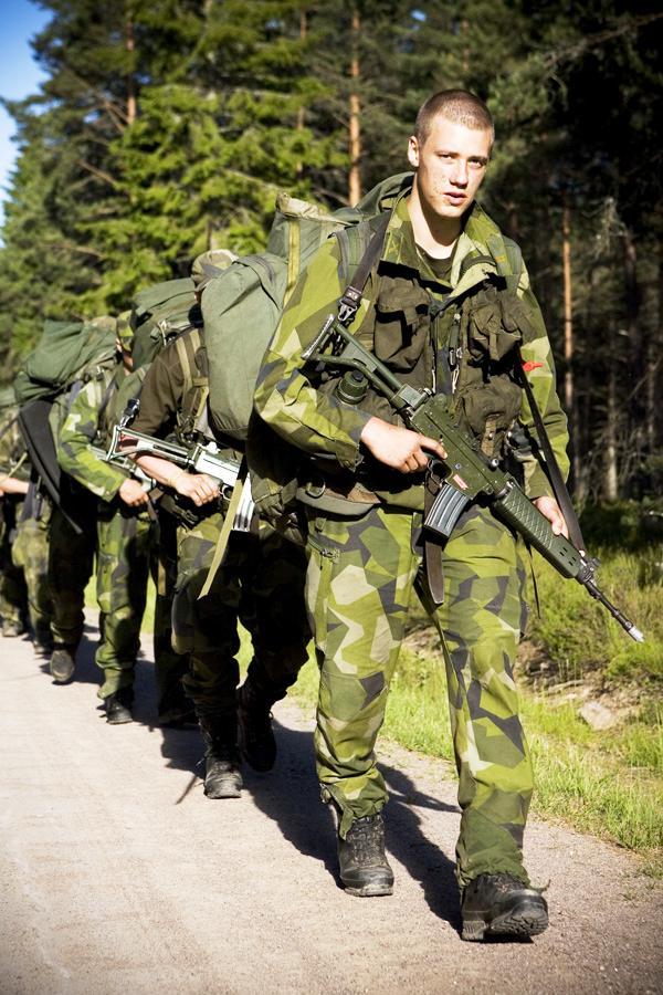 Uma patrulha de reconhecimento durante um exercício de treino e manutenção. (Foto da FJS)