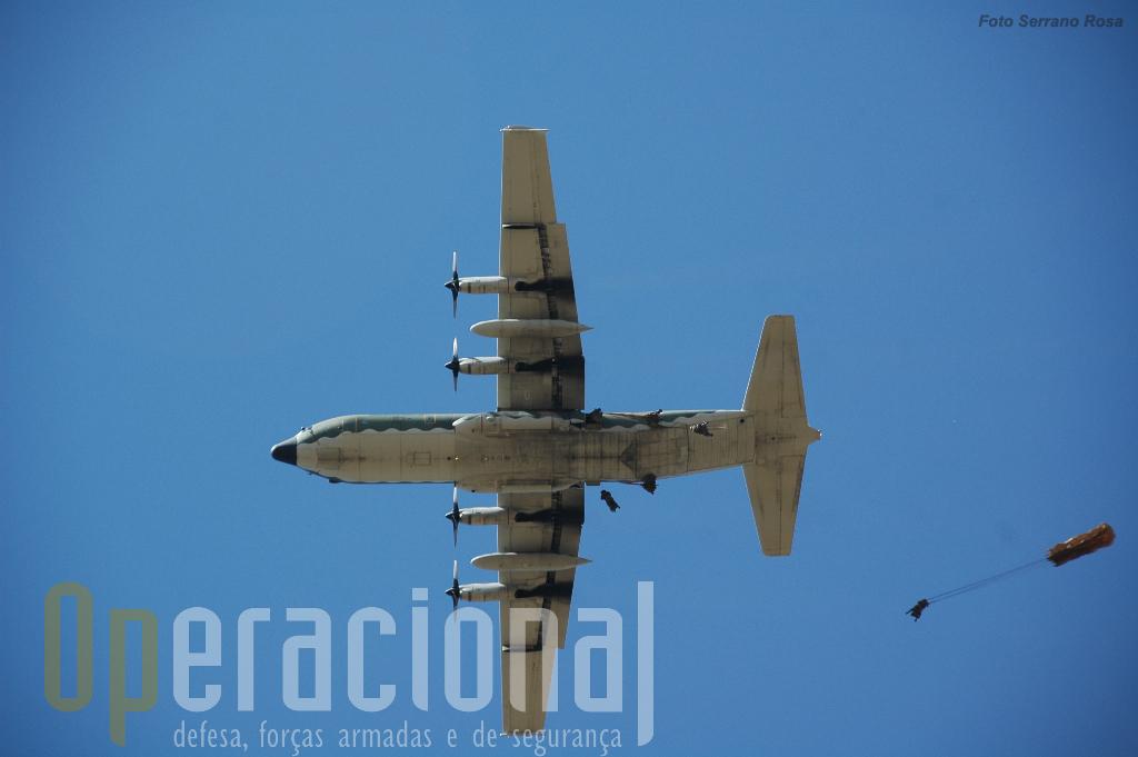 Aos C-130 caberá não só o transporte estratégico, como o táctico e eventualmente o lançamento de pára-quedistas ou de carga.