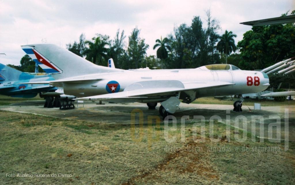 """Mig-19 P: conhecido pelos pilotos cubanos como o """"caixão humano"""". Das aeronaves Mig, não foi a que deixou mais saudades."""