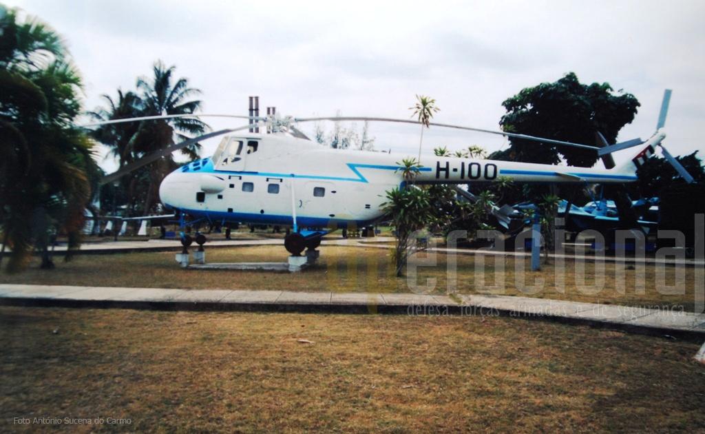 """O mítico helicóptero MIL Mi-4 """"Hound"""" usado nos anos 60 pelo presidente FIDEL CASTRO RUZ."""