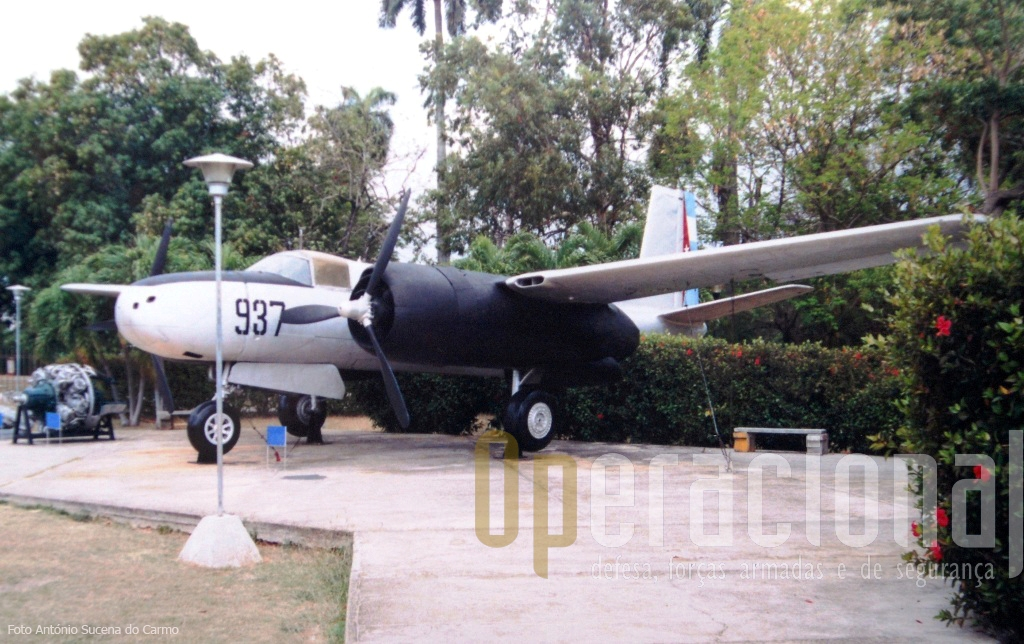 """Existem fortes suspeitas que este B-26 """"Invader"""" com as cores e insígnias da DAAFAR ser uma das aeronaves portuguesas deixadas em Luanda, por Portugal em 1975."""