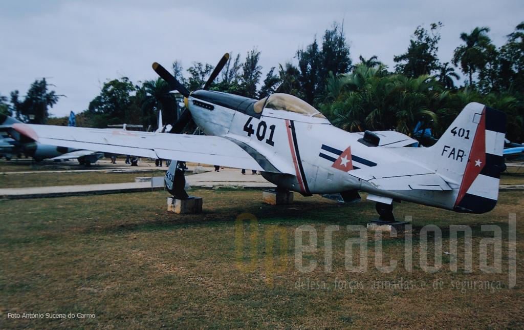 """O histórico P-51 D """"Mustang"""": adquirido nos EUA em 1958 foi uma das primeiras aeronaves da Força Aérea Rebelde, embrião da actual DAAFAR."""