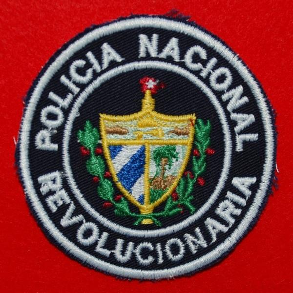 Distintivo oficial da POLÍCIA NACIONAL REVOLUCIONÁRIA. Usado por todos os agentes nos diversos uniformes. (Col. A. Carmo)