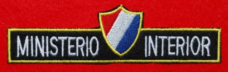 Distintivo actual do MININT. Usado nos uniformes dos efectivos da BRIGADA ESPECIAL NACIONAL, por cima da portinhola do bolso do lado direito. (Col. A. Carmo)