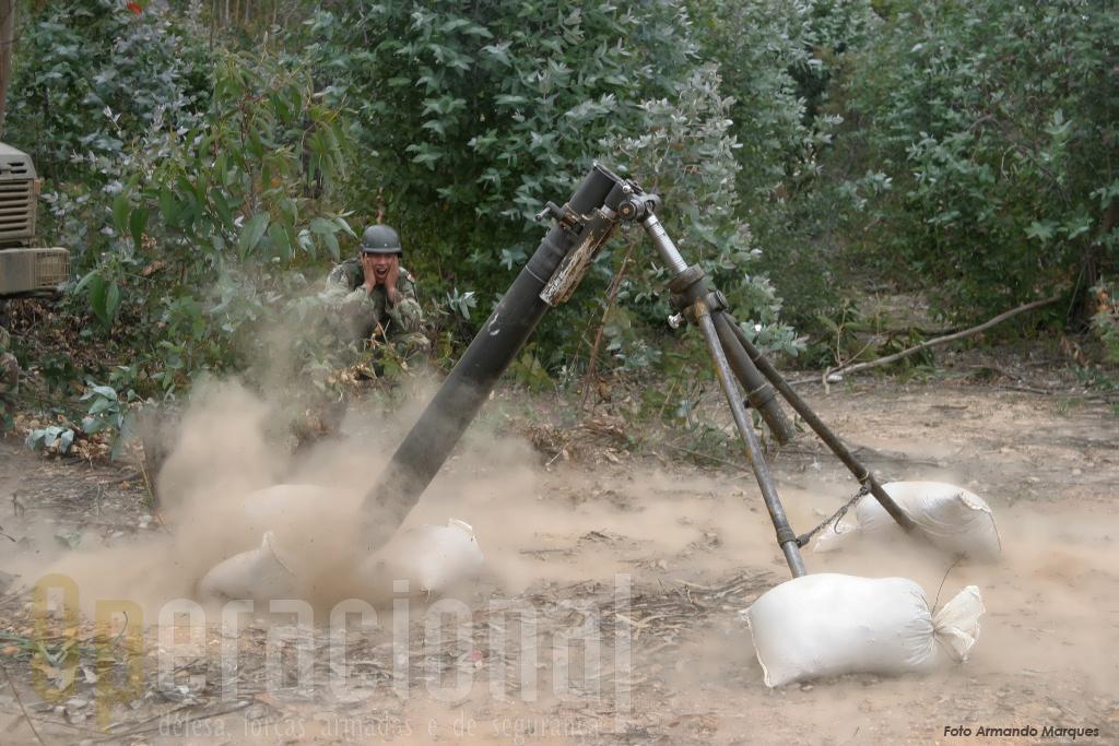 Um pelotão de morteiros 120mm da Zona Militar da Madeira também participou nas manobras