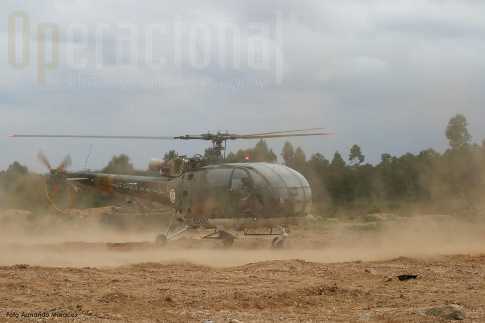 Os ALIII da Esq. 502 destacados em Santa Margarida estiveram muito activos fazendo, entre outras missões, transporte de cargas suspensas, evacuação médica, infiltração de militares do Exército.