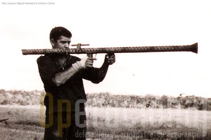 """Treino de tiro com o """"lança rockets"""" 37mm"""