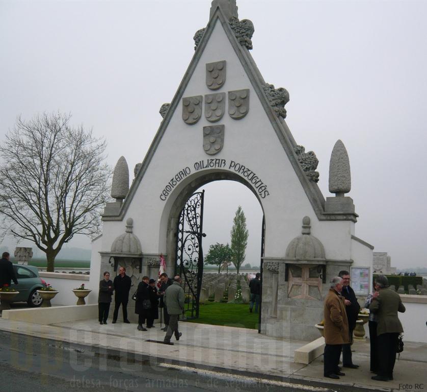 18ABR09/Richebourg(França): entrada do Cemitério Militar Português.