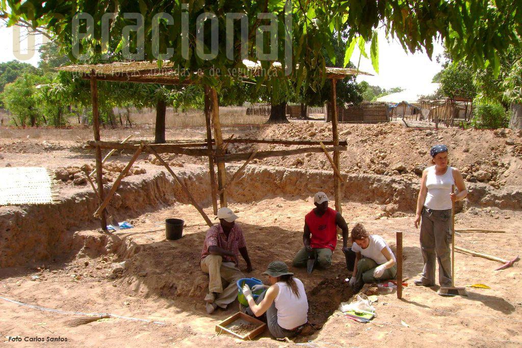 A missão lançada pela União Portuguesa de Pára-quedistas em 2008, em Guileje na Guiné-Bissau, acabou por ser apoiada pela Liga dos Combatentes e serve hoje de exemplo a novas iniciativas
