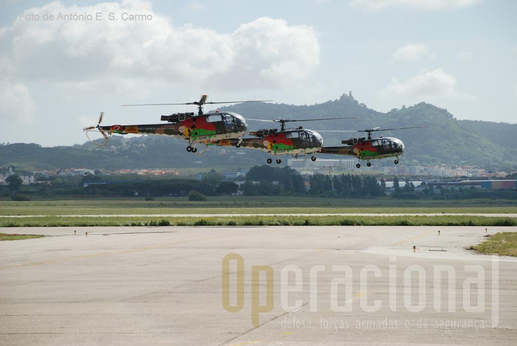 A Patrulha Acrobática «ROTORES DE PORTUGAL» tornou-se conhecida conhecida em Abril de 1976, exibindo-se pela primeira vez num festival aeronáutico que teve lugar na BA1 (Sintra).