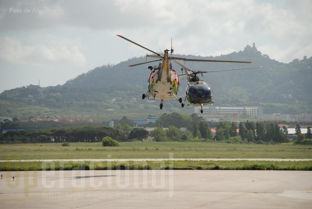 Reactivada em 2005, a Patrulha Acrobática de asas rotativas da FAP é composta por 5 pilotos operacionais, evoluindo com e helicópteros.