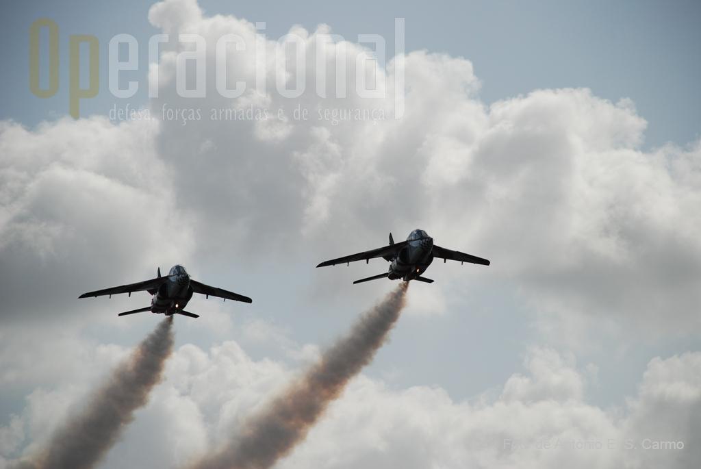 Promover o patriotismo, o orgulho e identidade pública nacional, é uma das missões da Patrulha Acrobática «ASAS DE PORTUGAL».