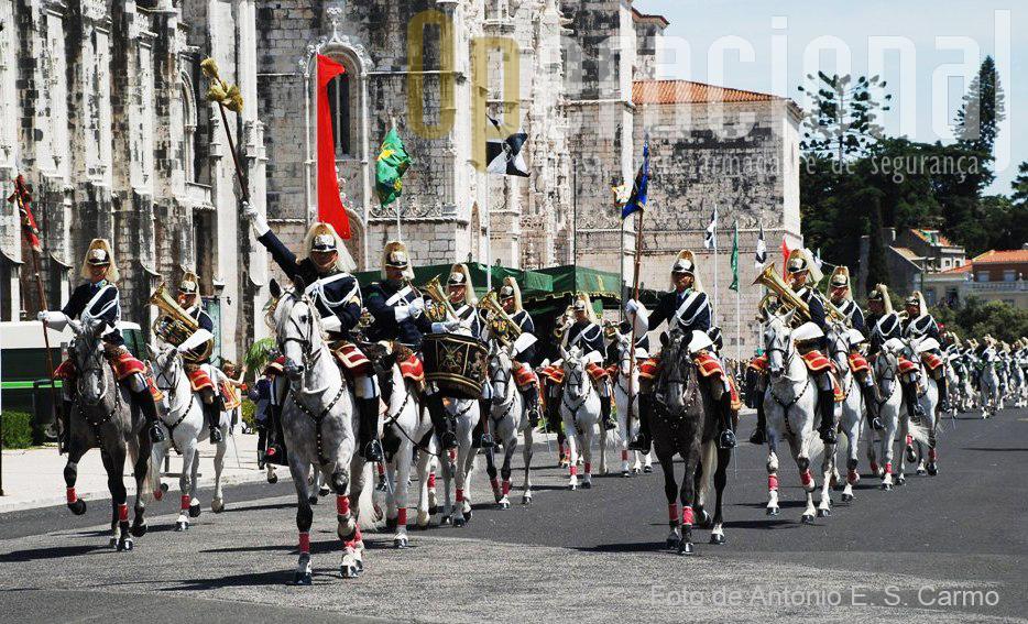 A Charanga a Cavalo empresta sempre, nos desfiles da GNR, um colorido inigualável.