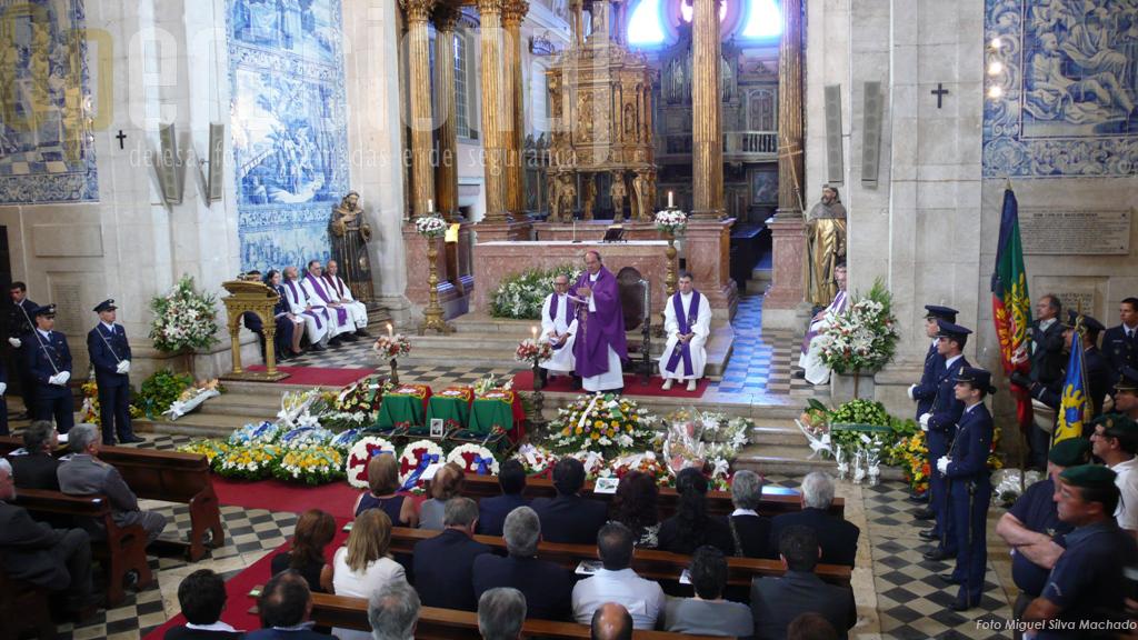 O apoio prestado pela Força Aérea Portuguesa à missão de 2008, conferiu dignidade aos funeriais dos militares repatriados, contou com a presença de todos os chefes militares e o secretário de estado da Defesa Nacional e dos Assuntos do Mar como único representante do poder politico.