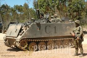 Este M113 da Compannhia de Engenhara da BrigMec está armado com uma ML MG3 7,62mm instalada num suporte pouco usual