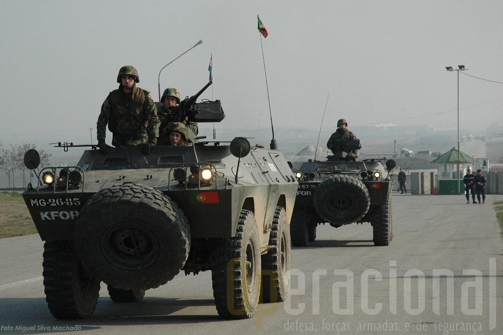 A Chaimite V-200 em missão no Kosovo, aqui num aquartelamento da NATO junto ao aeroporto de Pristina