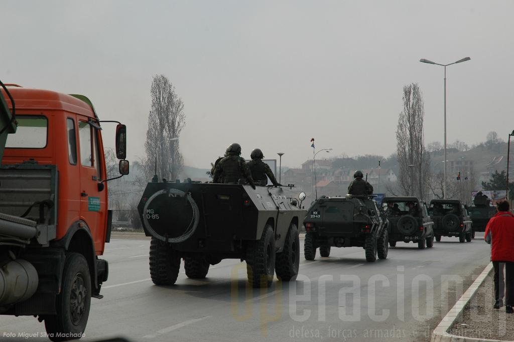 Muitas patrulhas no Koosvo envolvem as Chaimites, Panhard M11 e mesmo viaturas ligeiras não blindadas.