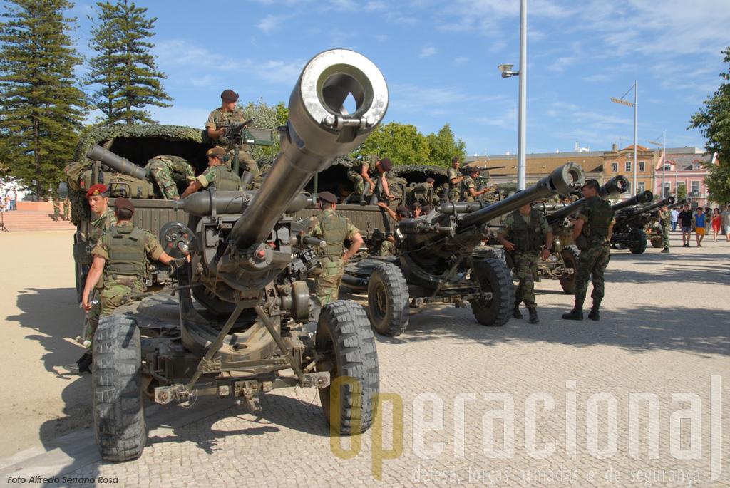 """Os """"Light Gun"""" 105 mm adquiridos pelo Exército para a Brigada Aerotransportada Independente e que a chamada """"Transformação"""" havia retirado à BrigRR, estão de volta e até empenhados numa NATO Response Force."""