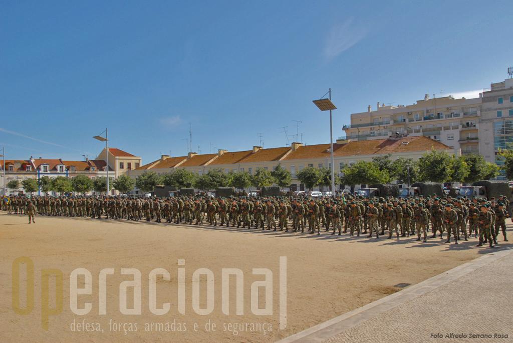 """O 2º Batalhão de Infantaria Pára-quedista, entra agora na fase de """"stand-by"""" ao serviço da NATO para eventual emprego operacional, desde que o poder politico em Portugal o autorize."""