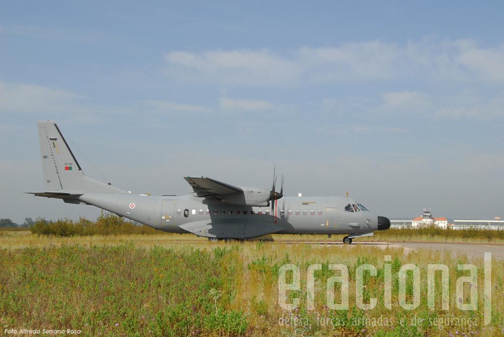A Torre de Controlo da antiga Base Aérea n.º 3 em Tancos assitiu à 1ª missão do C-295M com osm pára-quedistas portugueses