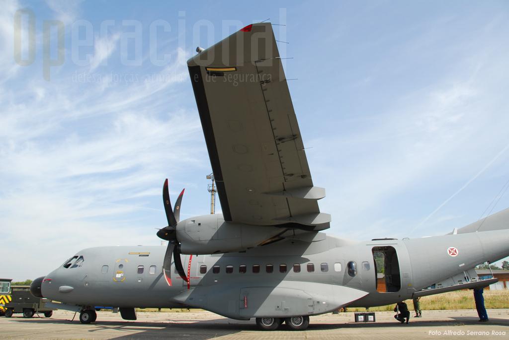 A adaptação de tripulações C-295M e de pára-quedistas às missões de lançamento em pára-quedas iniciaram-se simbólicamente no mesmo lugar de sempre: Tancos.