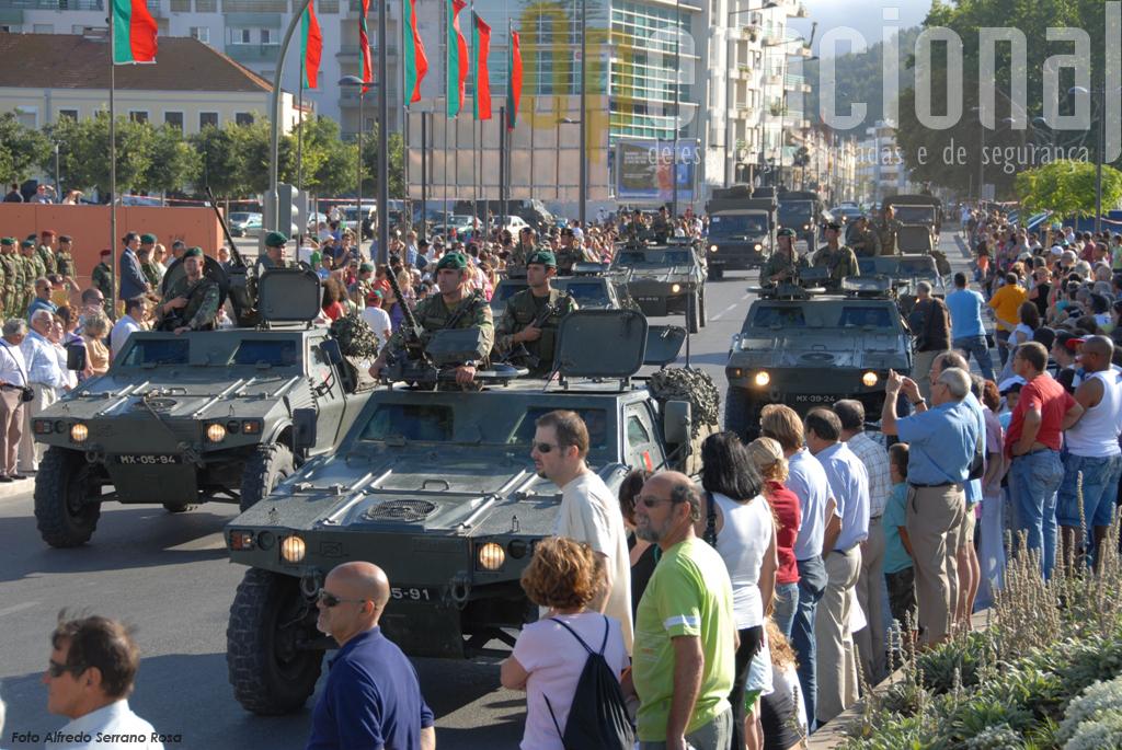 à cerimónia militar seguiu-se o desfile apeado e motorizado da maioria dos militares envolvidos no exercicio.