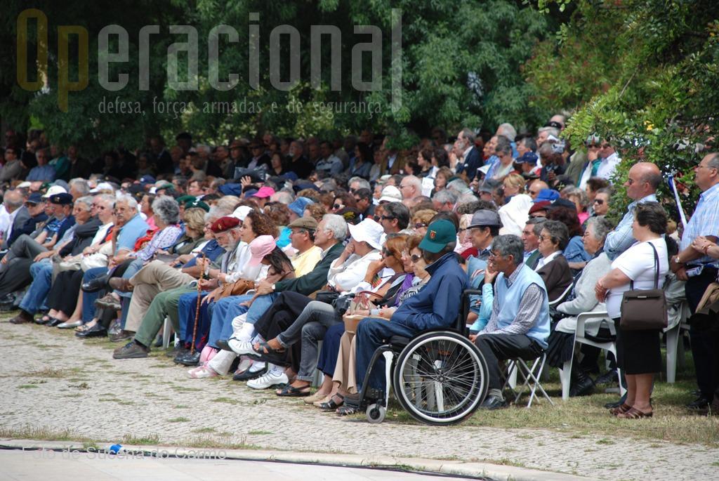 Vista parcial dos cidadãos portugueses que participaram neste acto patriótico.