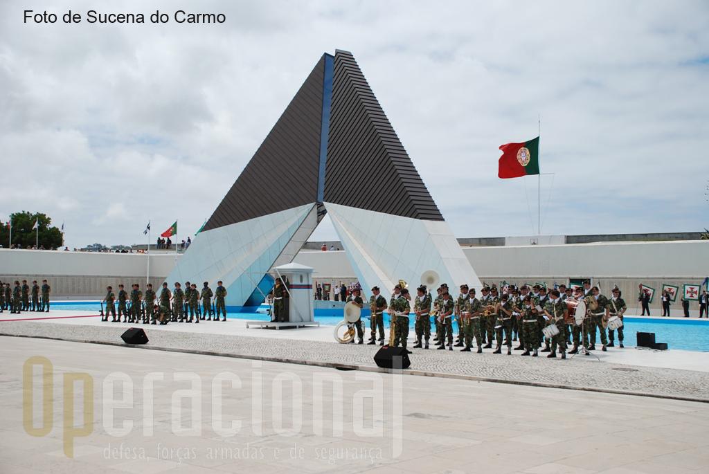 Uma mensagem do Presidente da República, Prof. Cavaco Silva foi lida e escutada por todos os cidadãos e autoridades presentes.