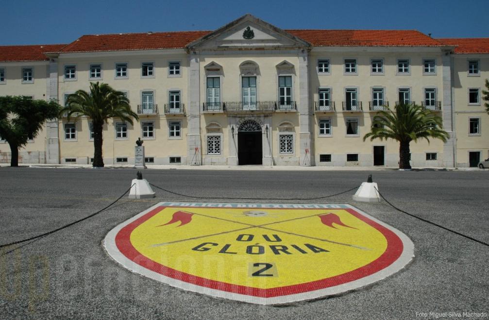 O edificio principal do Regimento alberga no piso térreo o Museu dos Lanceiros
