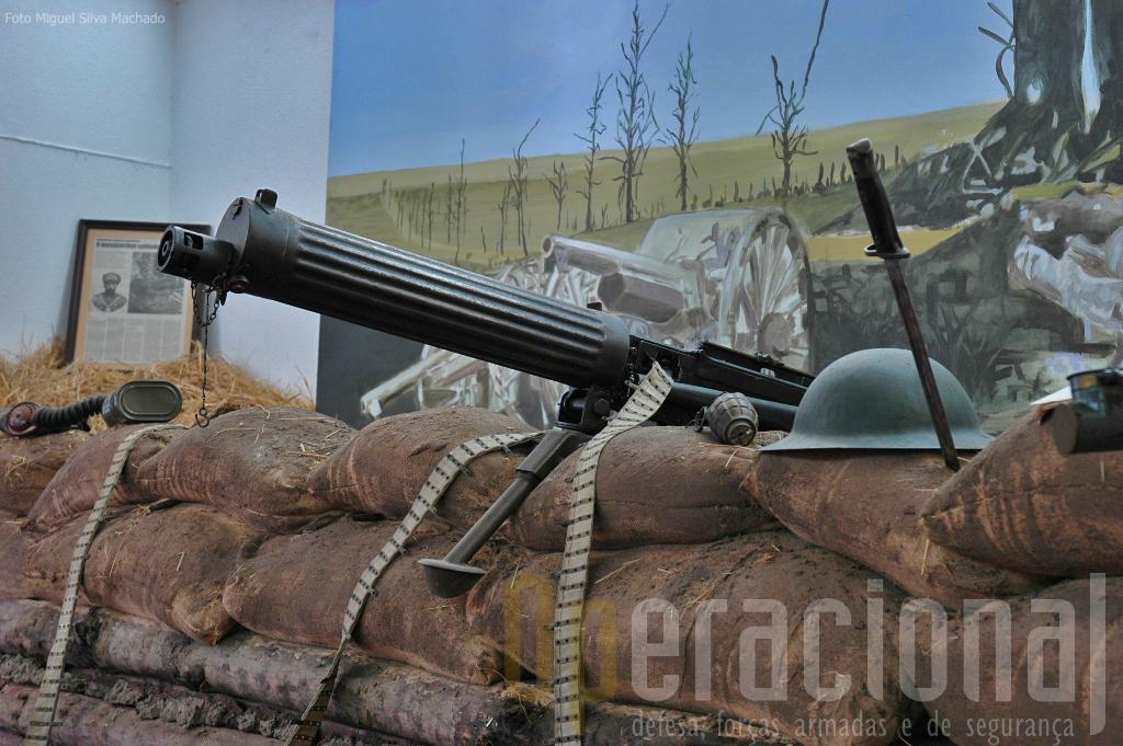 """A metralhadora """"Maxim"""" ..."""