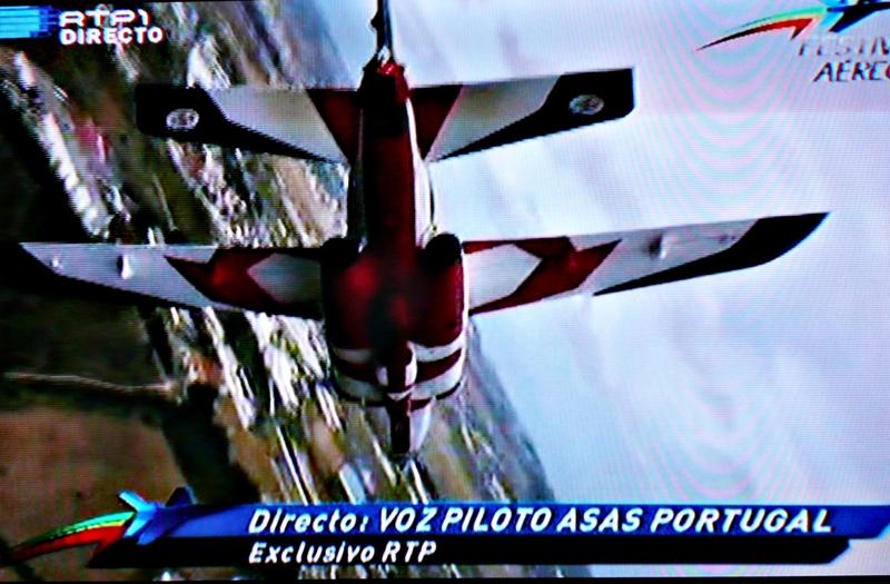 Como é habitual na comunicação social quando se consegue um exclusivo, a RTP referiu - desnecessariamente - até à exaustão que estas imagens, transmitidas em directo, eram inéditas em Portugal.