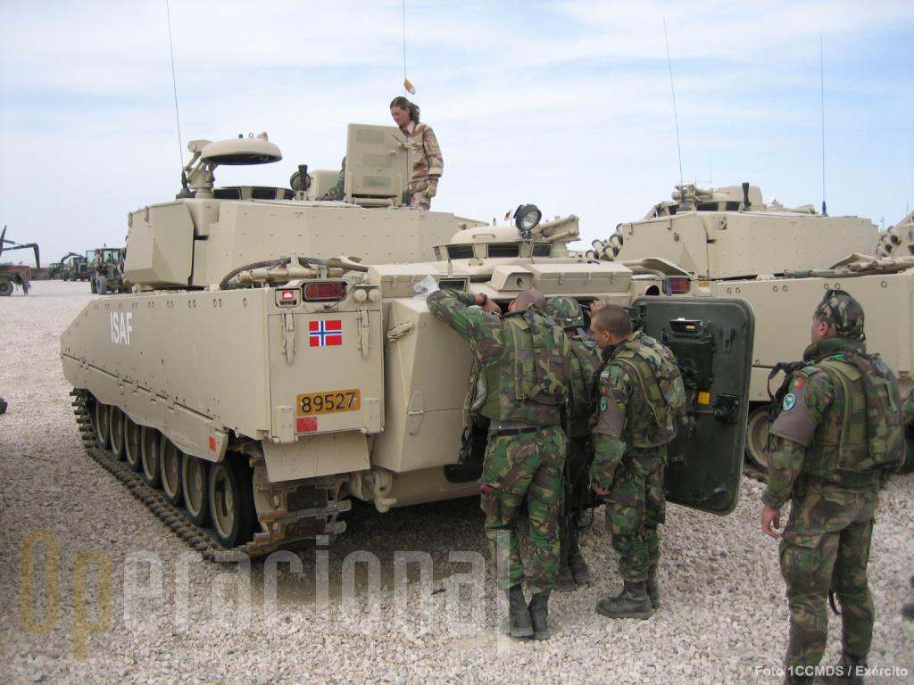 O contacto com forças estrangeiras no teatro de operações permite troca de experiências e conhecimento sobre a adequabilidade ou não de novos equipamentos.