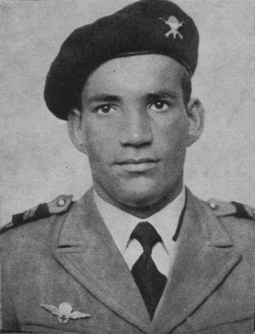 1958: 1º Cabo ostentando no seu uniforme o primeiro distintivo de qualificação pára-quedista militar em metal. (Foto arquivo BV)