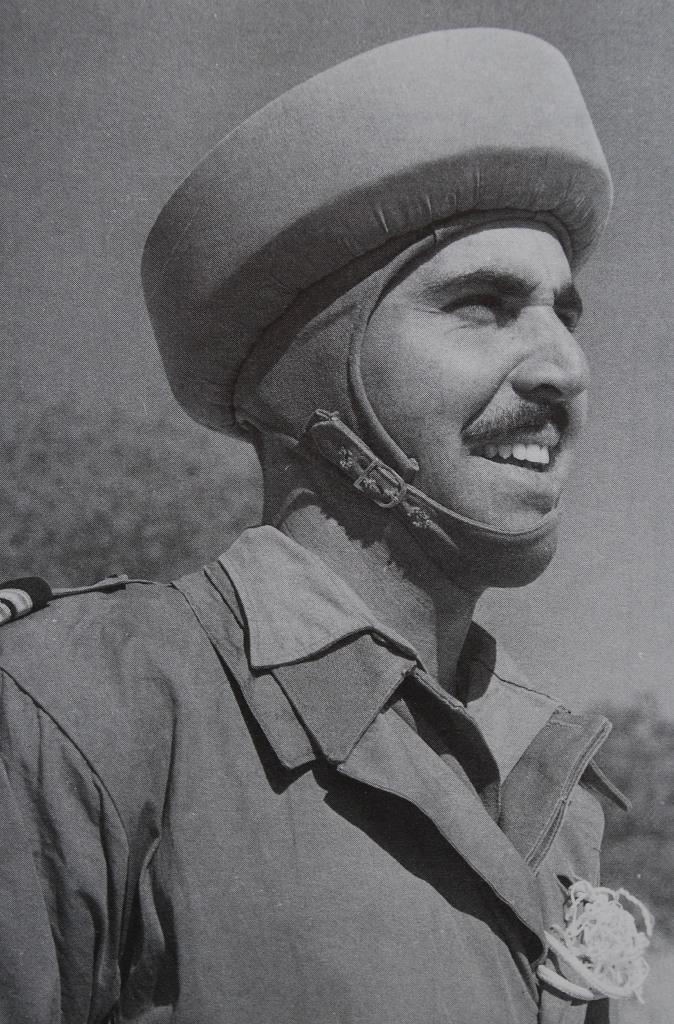 1956 - Tenente RAFAEL DURÃO: um dos militares mais carismáticos ao serviço das Tropas Pára-quedistas. (Foto extraída do livro BCP/Ed. CTAT)