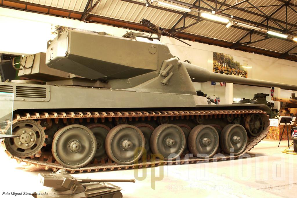 """O impressionante """"AMX 50"""" que claramente veio a inspirar toda uma familia de viaturas"""