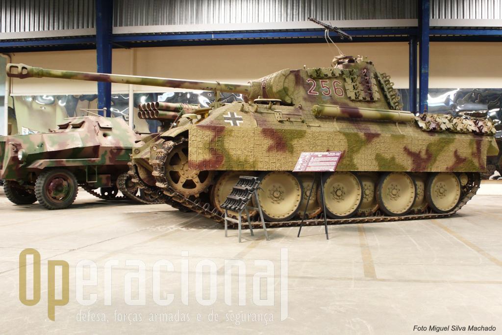 """O """"PZKW V Panther"""" um dos melhores carros de combate construídos pelos alemães na 2ª Guerra Mundial e destinava-se a fazer frente ao excelente """"T34"""" soviético"""